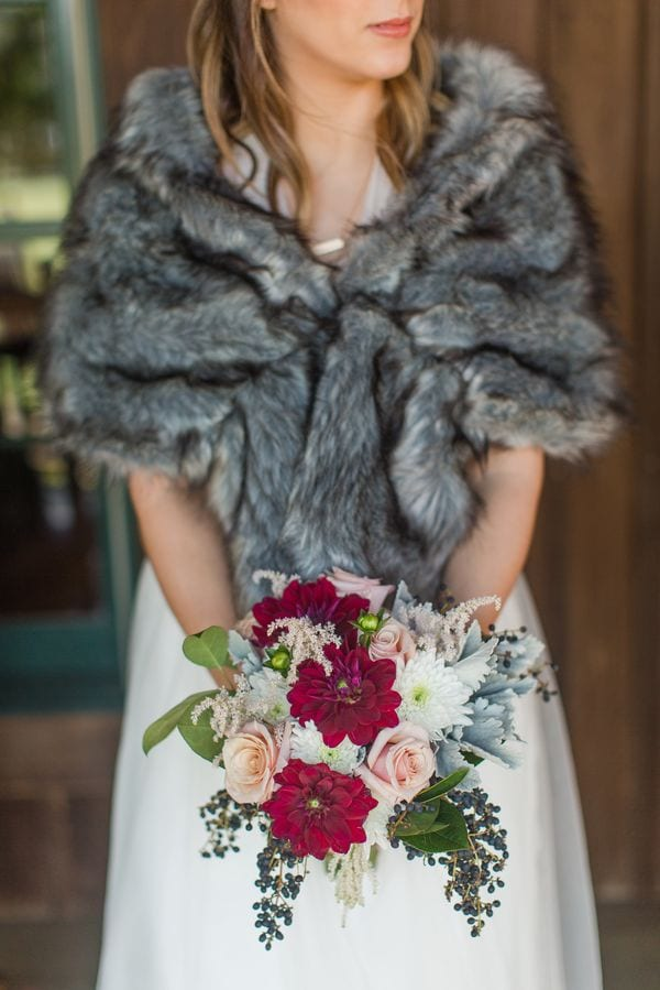enchanted-florist-raelynn-josh-wedding-at-private-tennessee-home-lyndsey-paige-photography-3