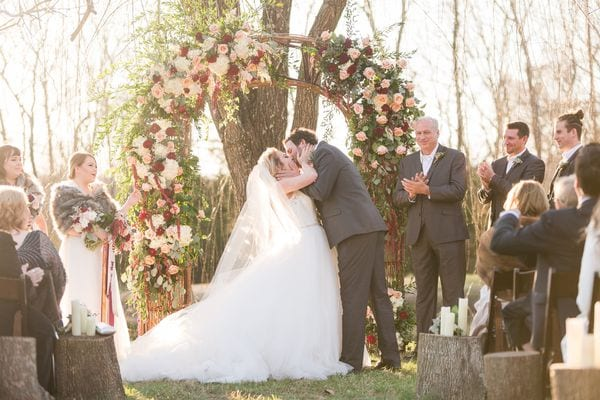 enchanted-florist-raelynn-josh-wedding-at-private-tennessee-home-lyndsey-paige-photography-5