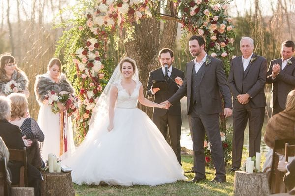 enchanted-florist-raelynn-josh-wedding-at-private-tennessee-home-lyndsey-paige-photography-6