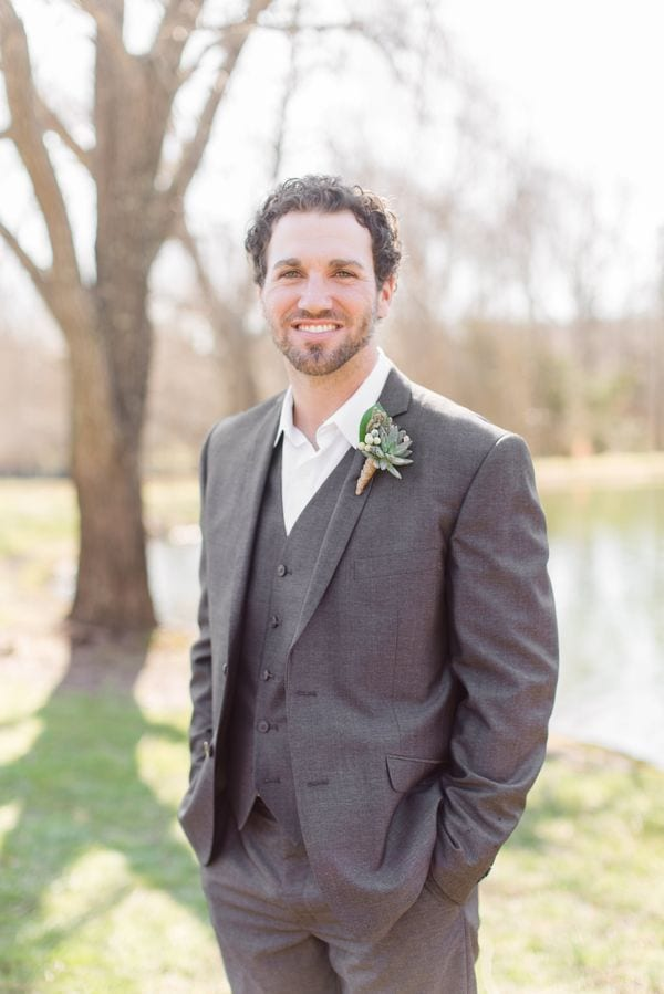 enchanted-florist-raelynn-josh-wedding-at-private-tennessee-home-lyndsey-paige-photography-7