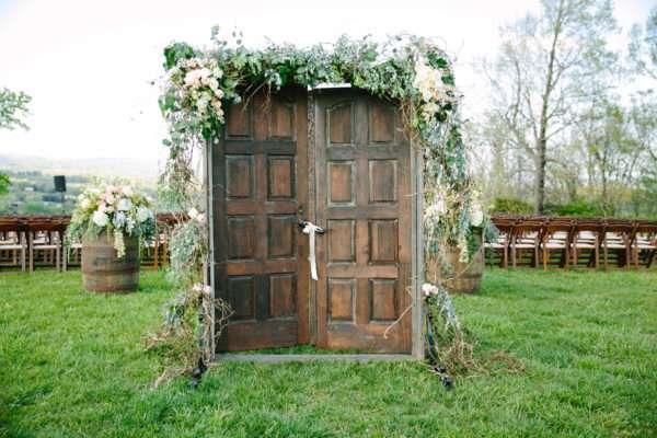 shawn-johnson-wedding-florals-enchanted-florist-tn-outdoor-elegant-flowers-10