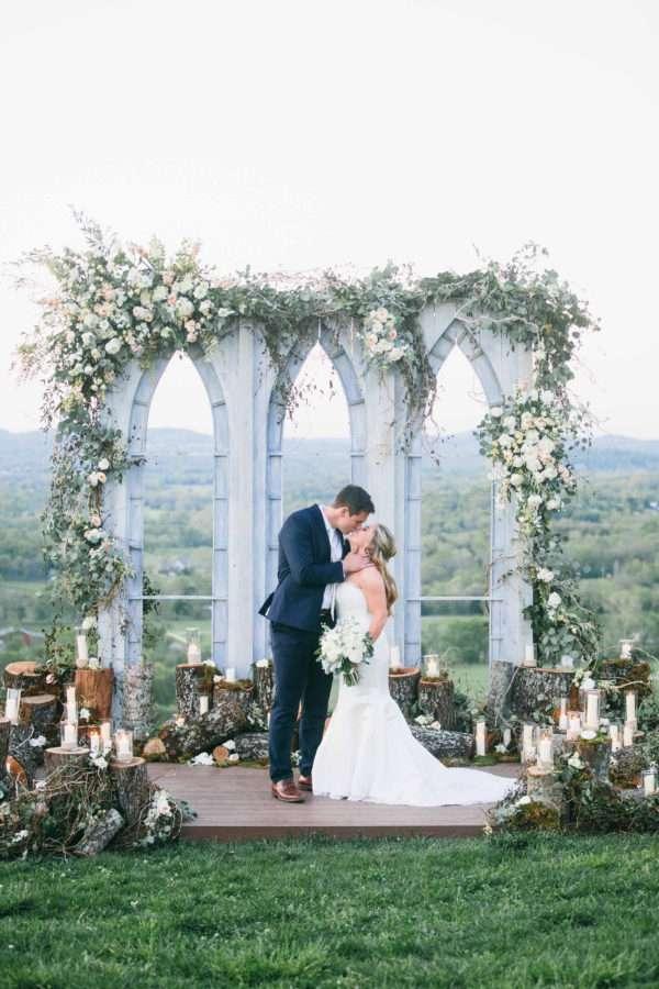 shawn-johnson-wedding-florals-enchanted-florist-tn-outdoor-elegant-flowers-23