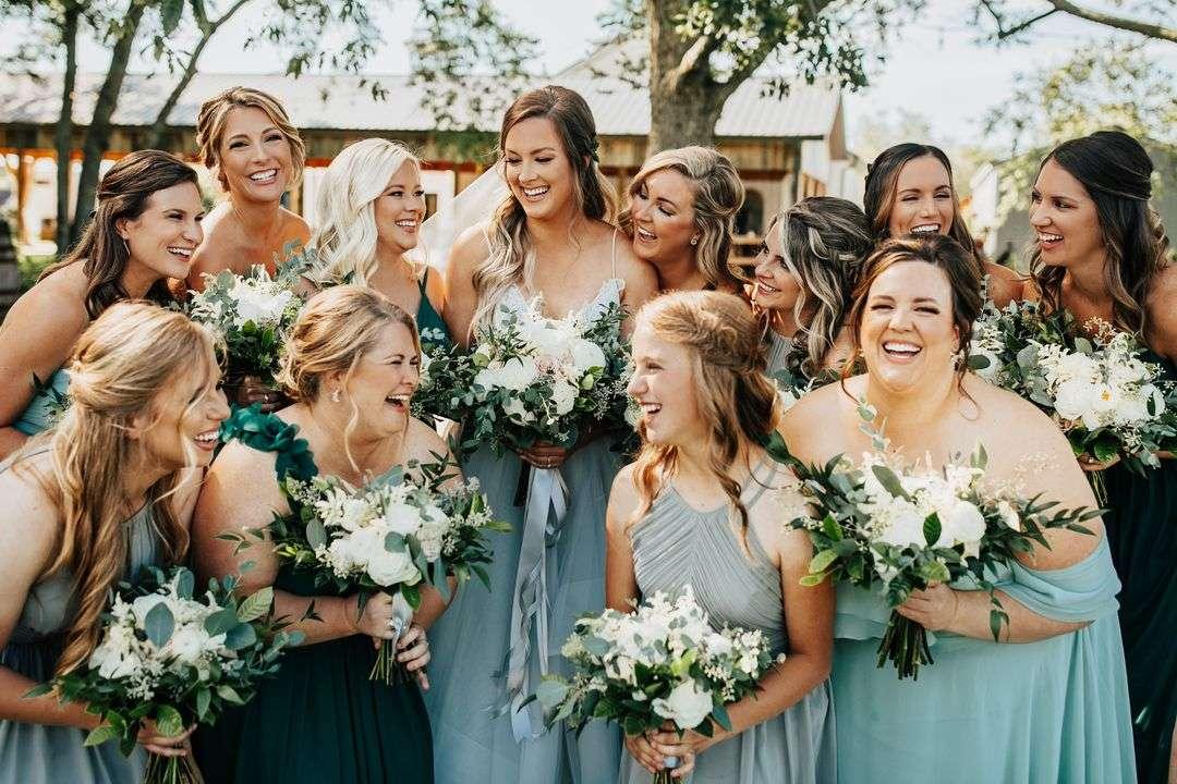 green bridesmaid dresses, white and blush bridesmaid bouquets