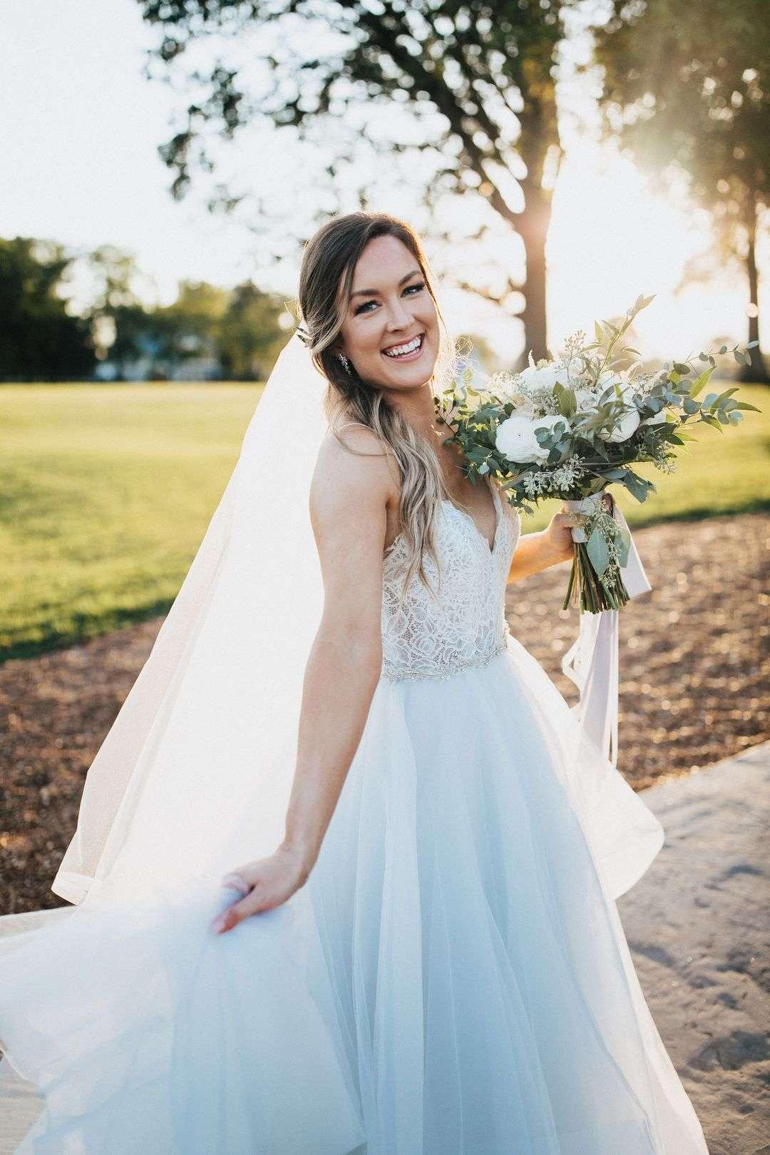 white and blush bridal bouquet, bridal portraits, bride a-line wedding dress