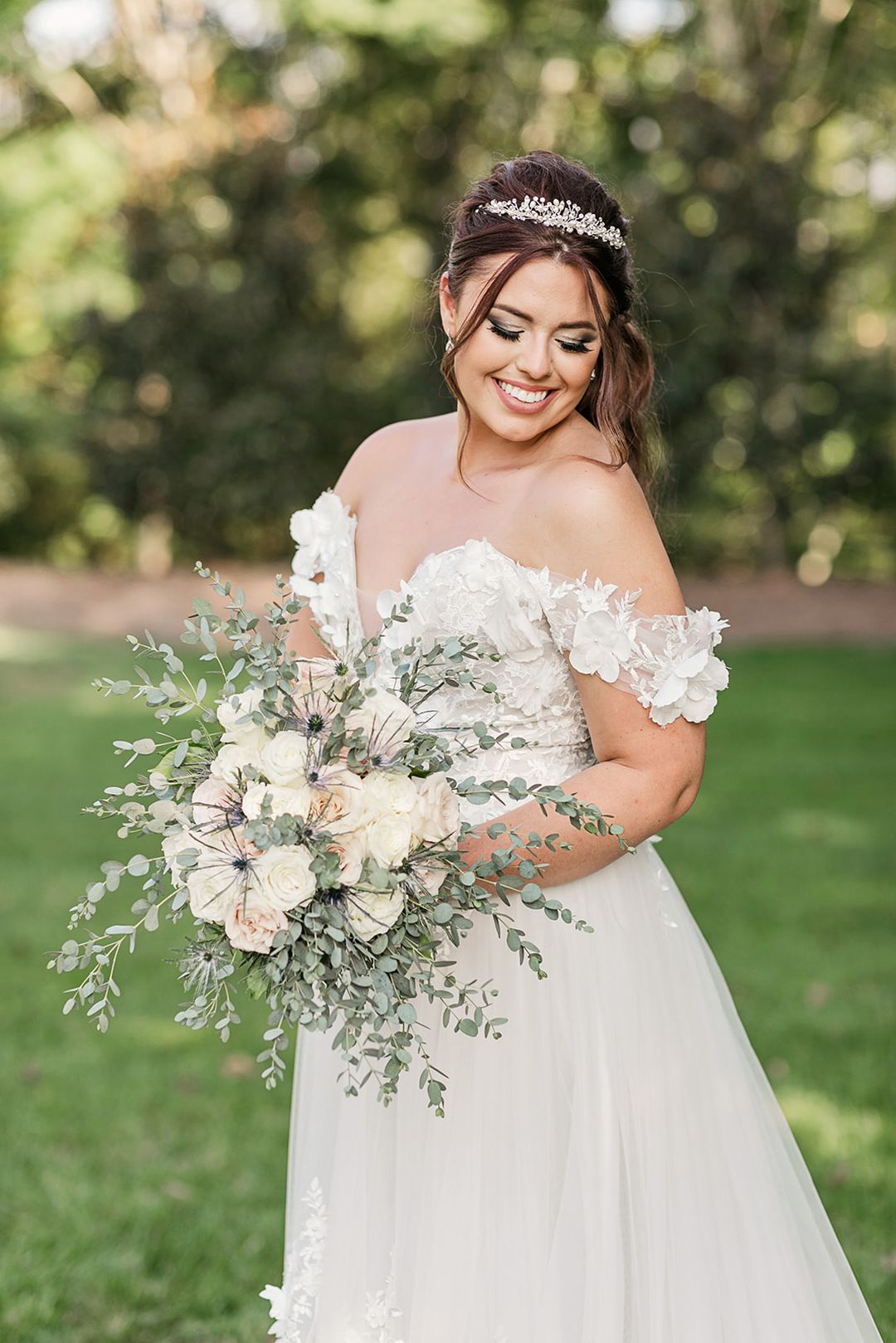 bright and chic oversized bridal bouquet