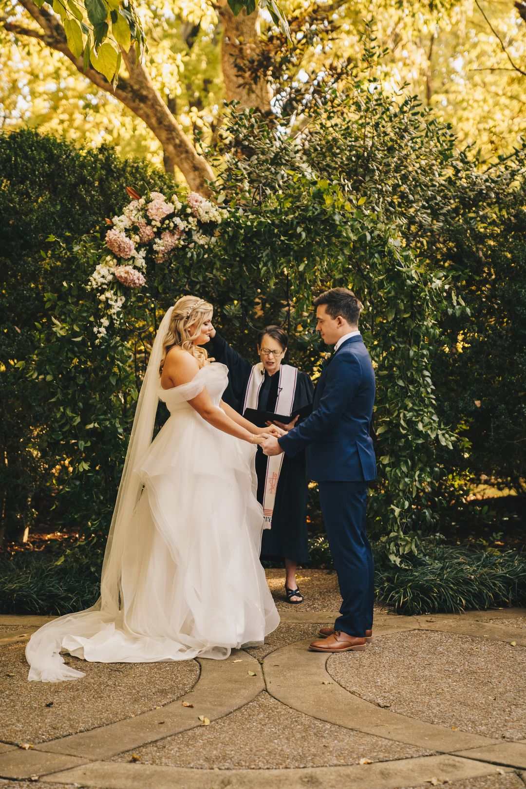 outdoor wedding ceremony flowers, riverwood mansion