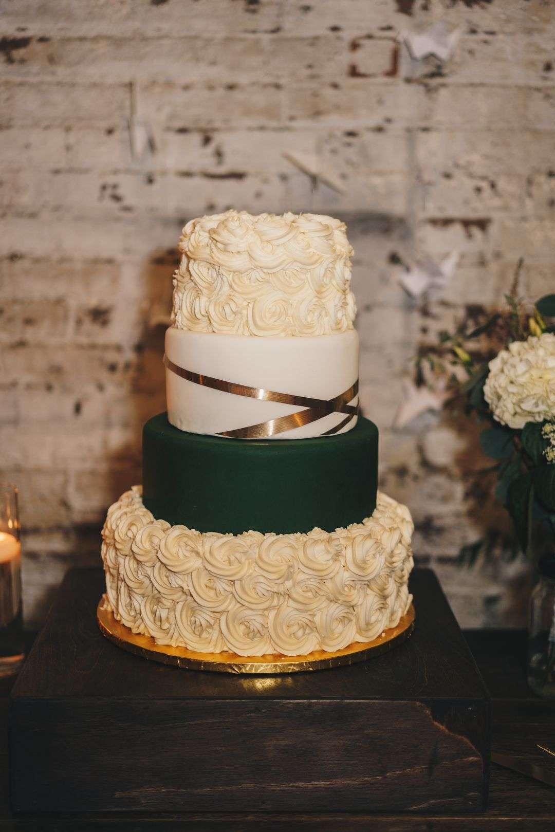 emerald, gold and white wedding cake