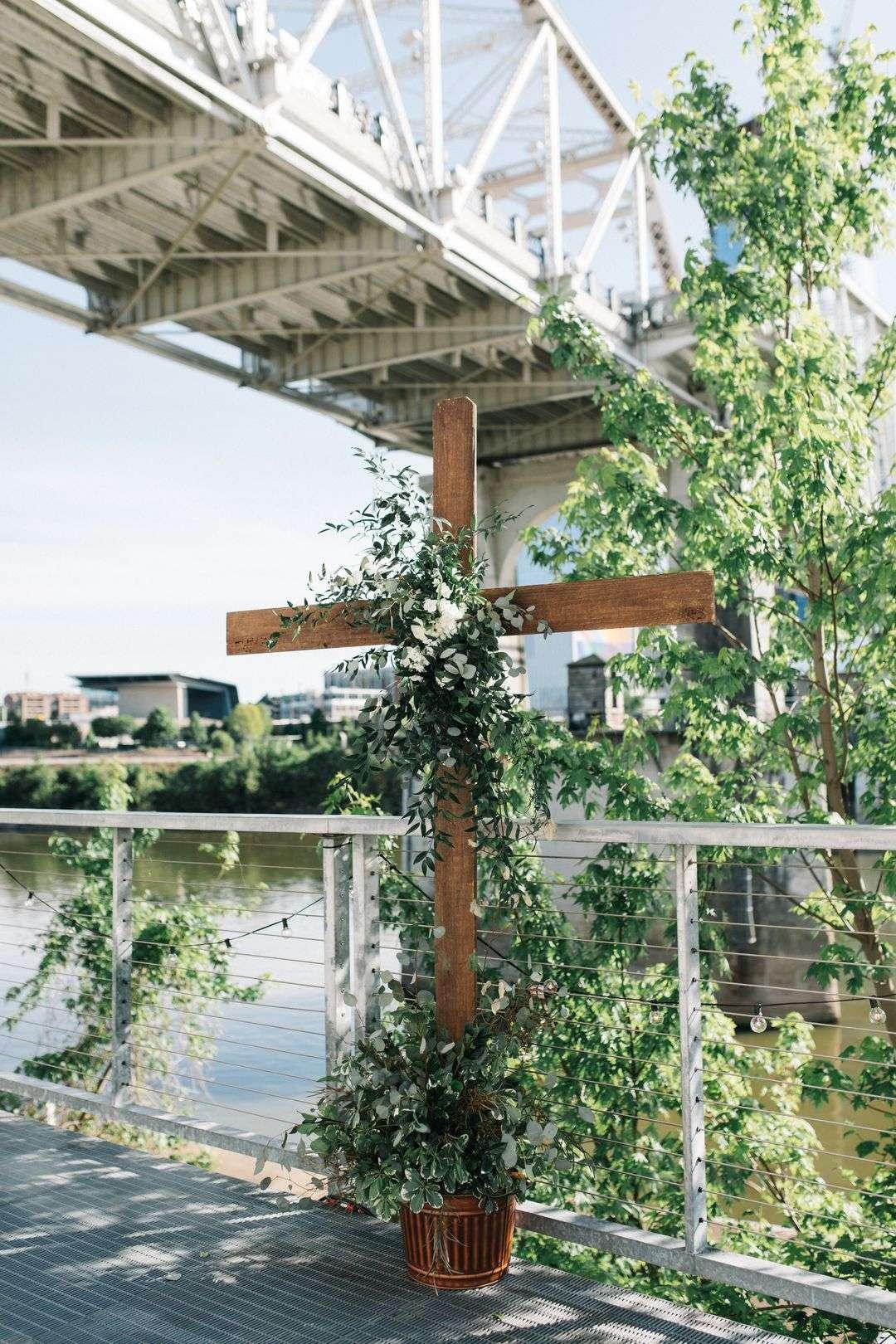 cross with wedding flowers