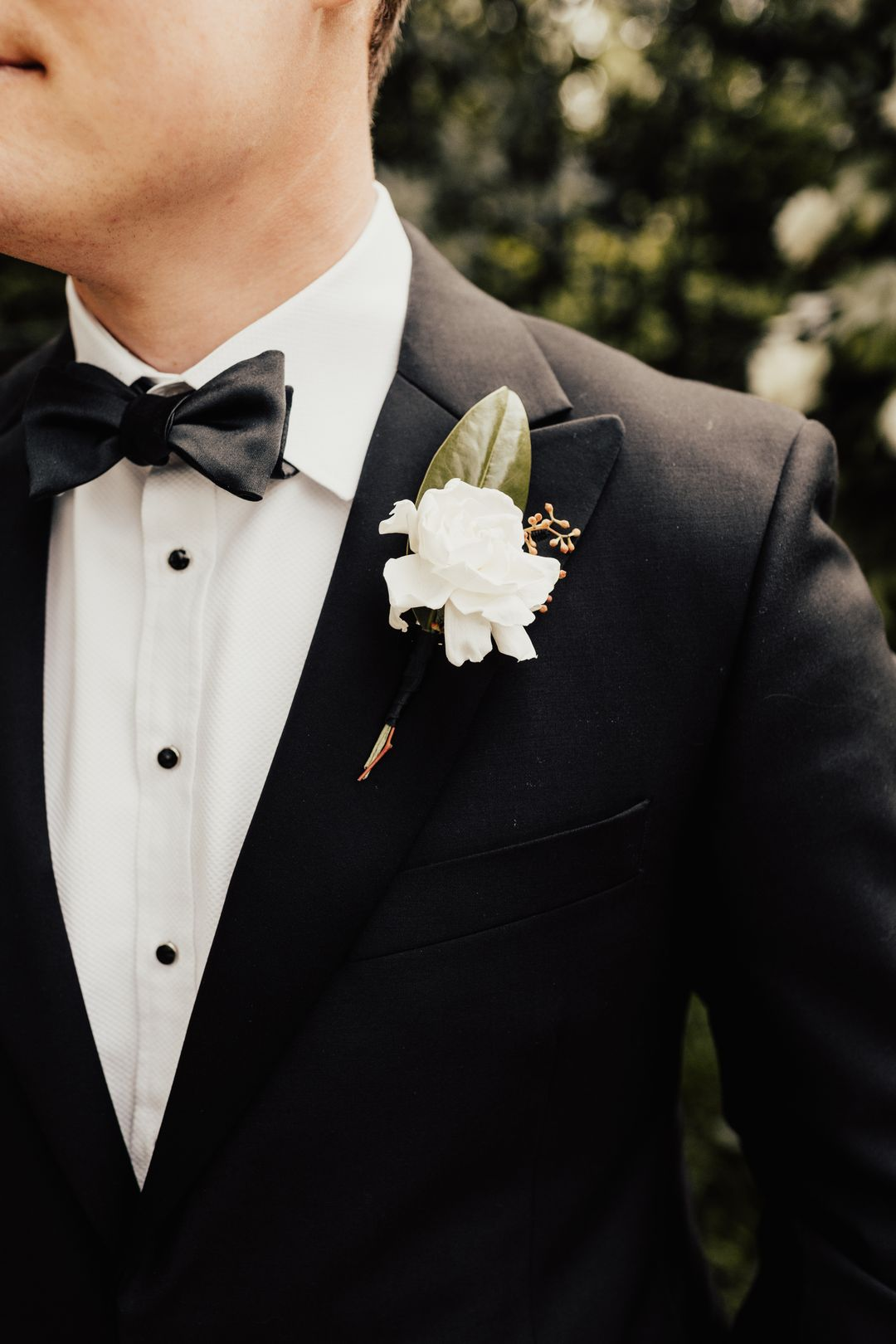 white and green wedding boutonierre