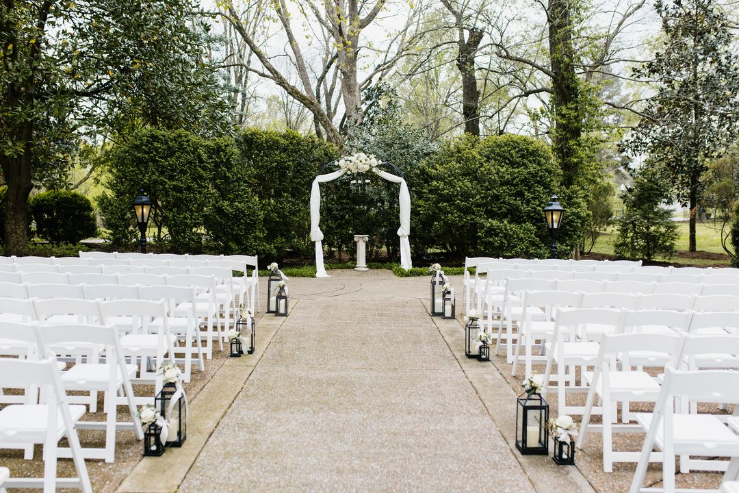 outdoor wedding at riverwood mansion in tennessee