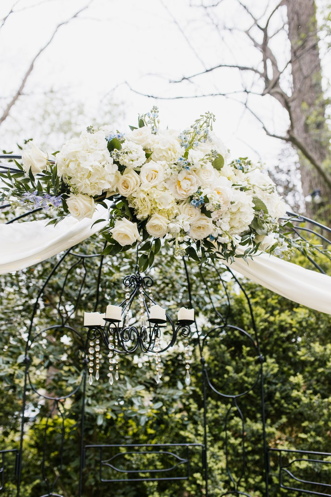 all white wedding flowers for wedding backdrop