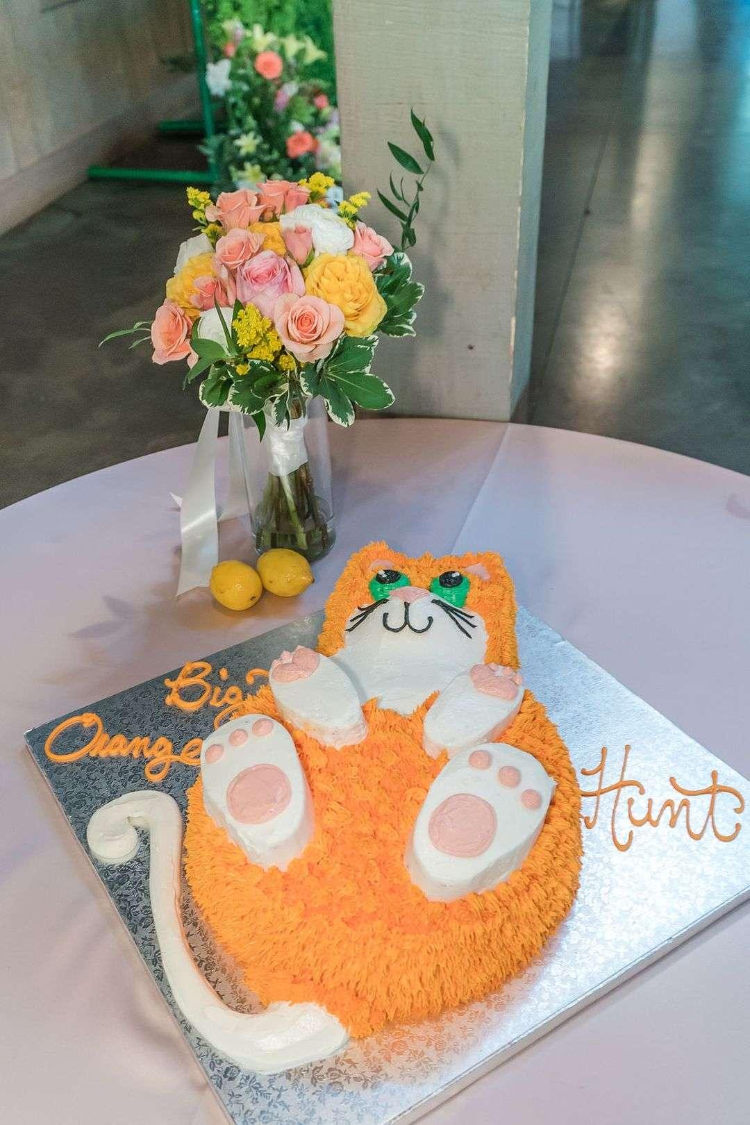orange cat wedding cake