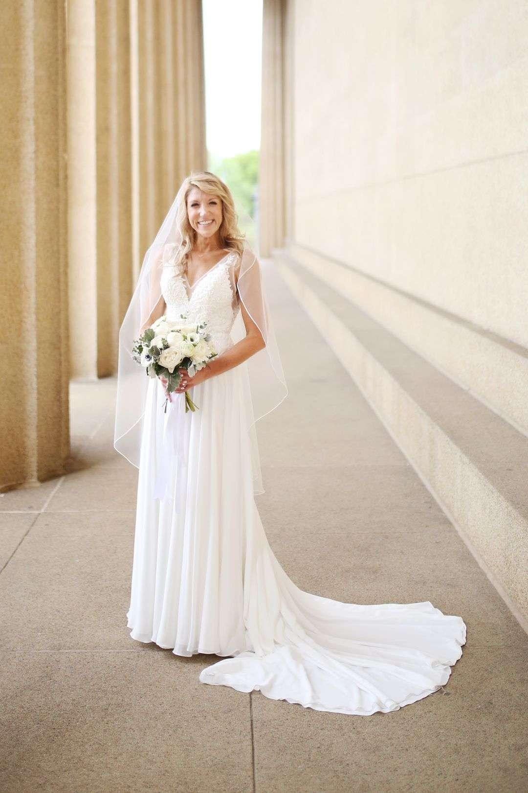 organic white bridal bouquet