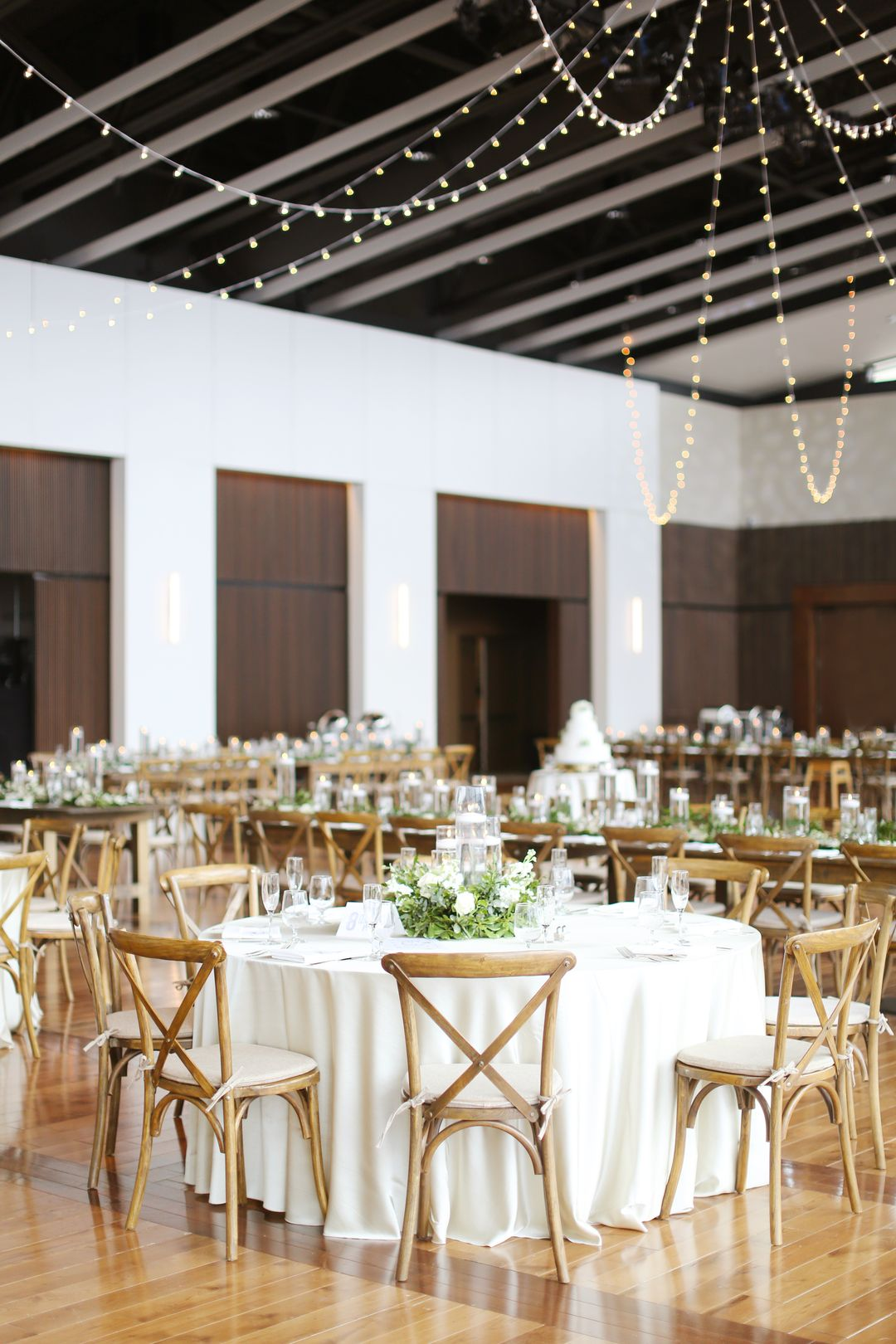 round white and green wedding table