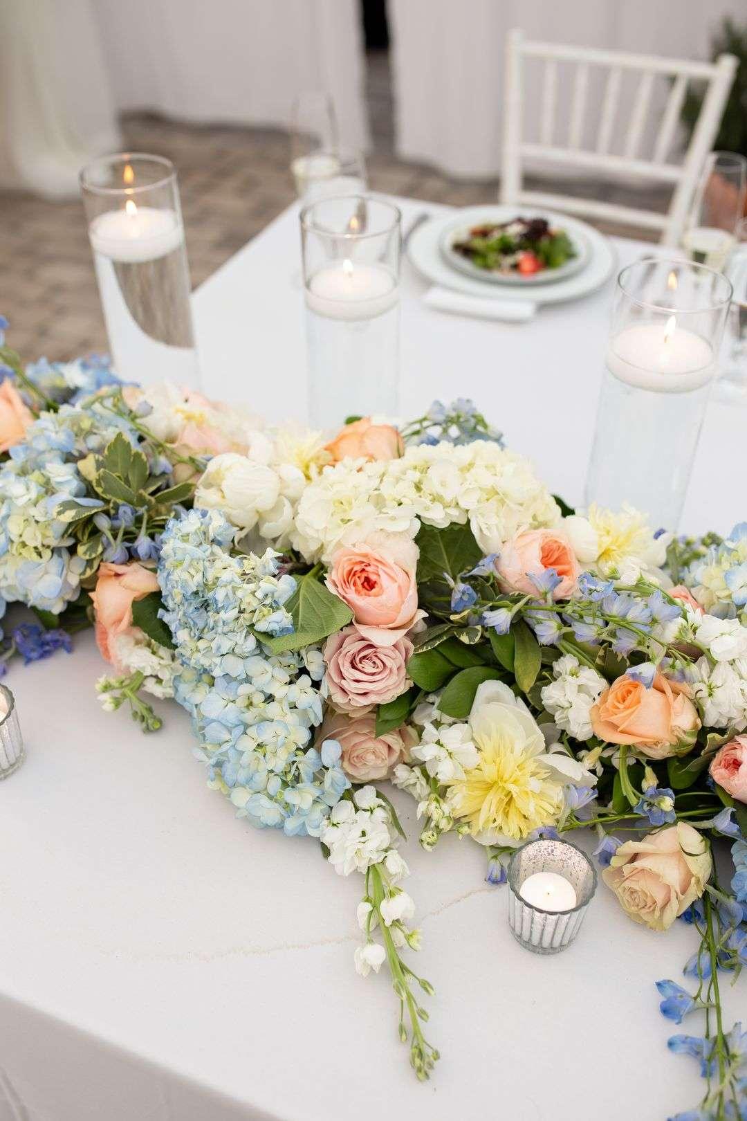 clolorful wedding centerpieces